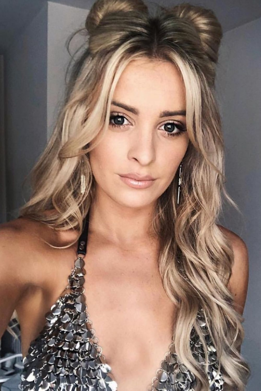 Blonde hairstyles   How to style blonde hair with curtain bangs?