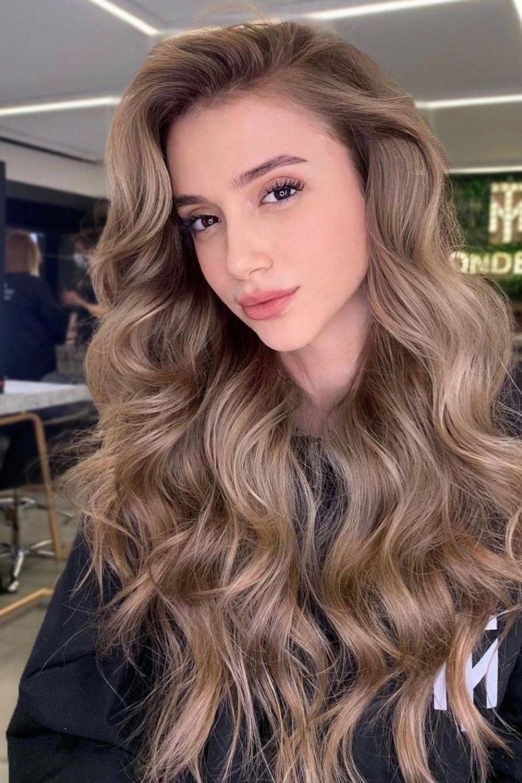 Caramel hair color ideas with highlight ideas for Summer 2021